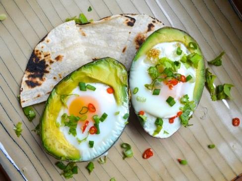 20130313-247951-sunday-brunch-eggs-baked-avocado